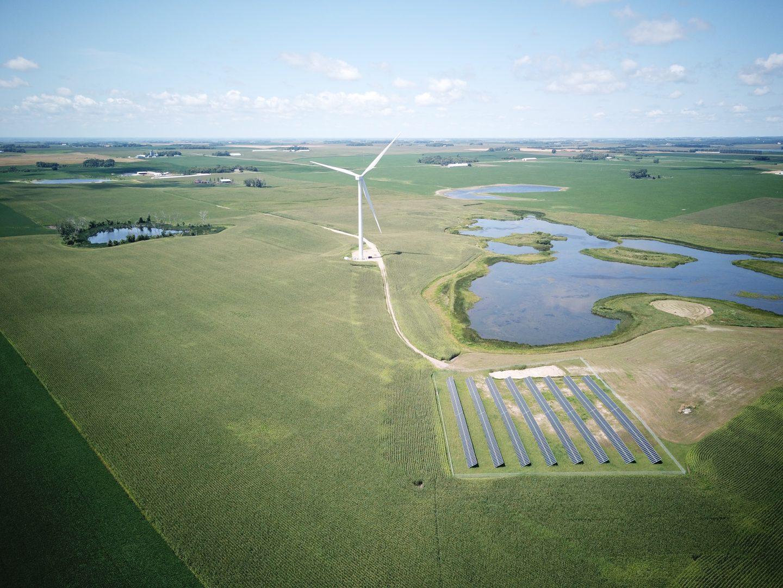 Hybrid wind and solar installation near Pelican Rapids